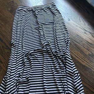 High-low black & white skirt ⚪️⚫️ EUC